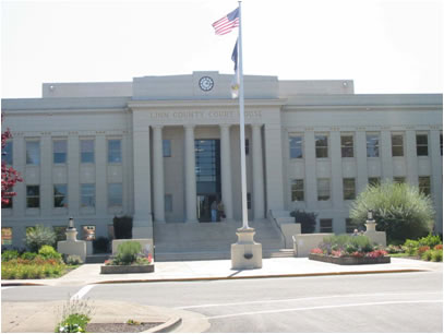 Front view of Linn County Courthouse