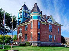 Picture of the front of the Wheeler courthouse